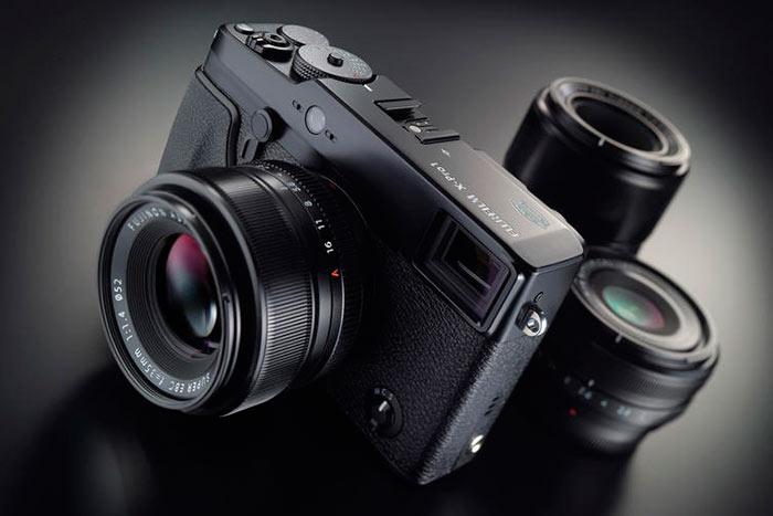 Беззеркальная, или системная фотокамера может быть доукомплектована дополнительным оборудованием