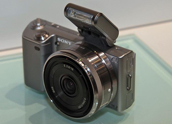 Средняя стоимость беззеркальных фотокамер Sony - около 50 тыс.руб.