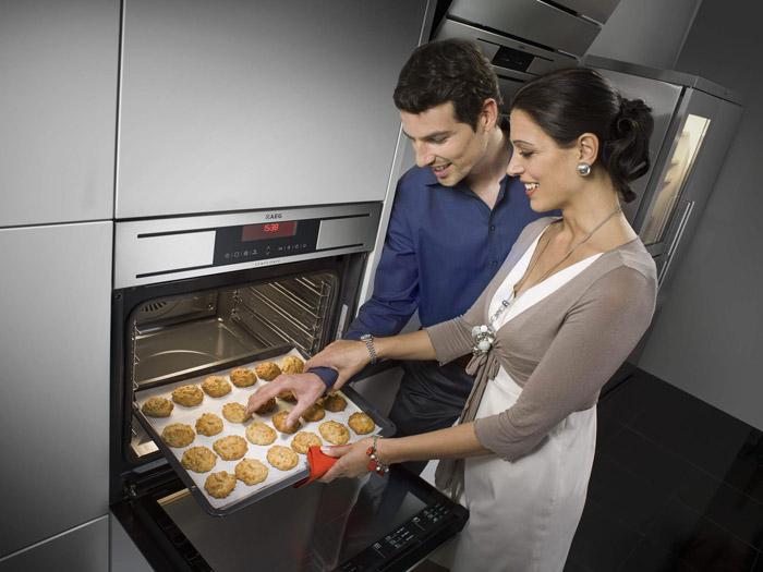 Встраиваемая духовка может располагаться в кухонных шкафчиках
