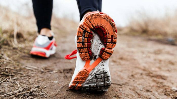 Помните, что для бега по асфальту и по земле кроссовки подходят разные