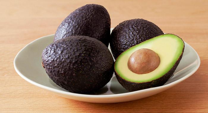 Купив недозрелый плод, оставьте его дозревать в темном месте