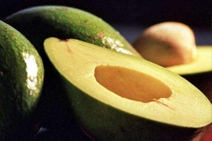 Мякоть спелого авокадо