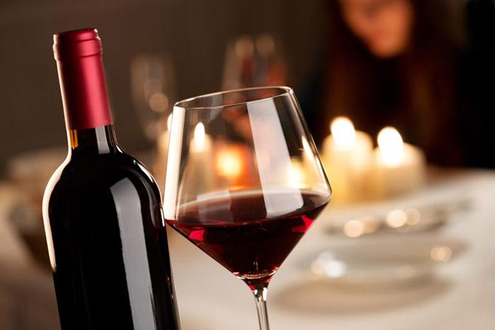 Помните. что на хорошем вине всегда указан сорт винограда и место его выращивания