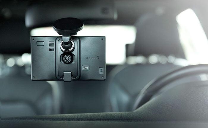 Автомобильный навигатор может быть дополнительно оснащен видеорегистратором