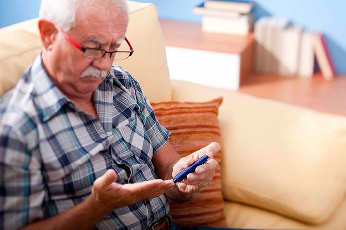 Глюкометр для пожилого человека должен быть максимально прост в использовании