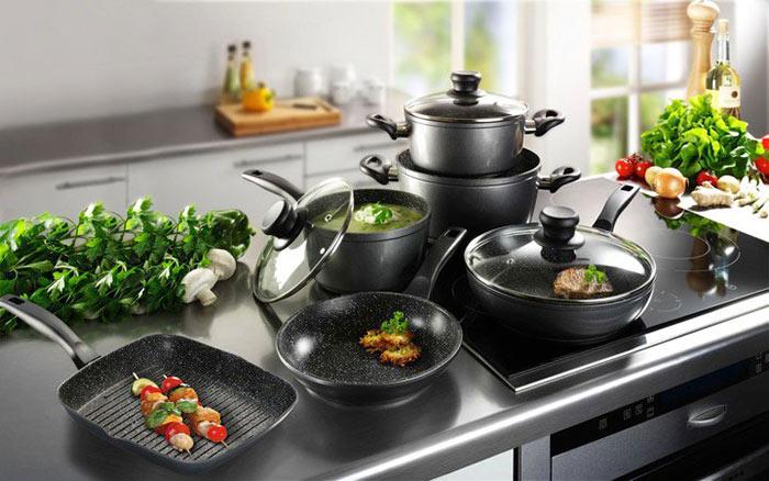 Для индукционной плиты подойдет любая посуда, имеющая гладкое дно