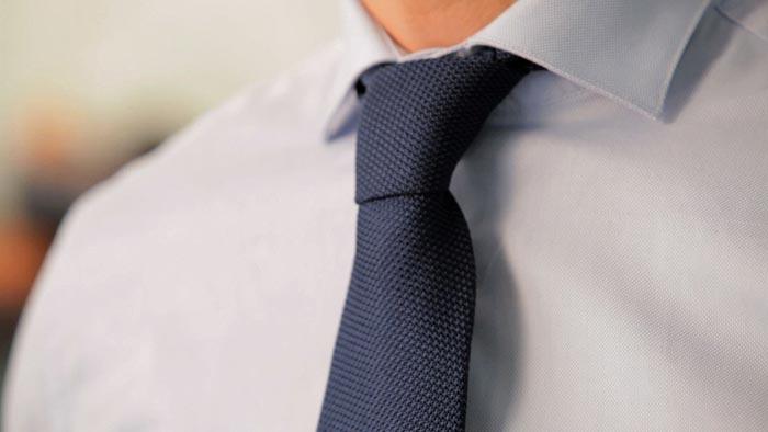 Помните, что рисунок на галстуке и рубашке должны гармонировать
