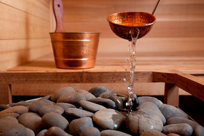 Для усиления полезного эффекта банщики рекомендуют добавлять 1-2 полудрагоценных камня