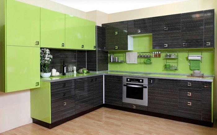 Кухни с фасадами из пластика надолго сохранят свой первоначальный вид