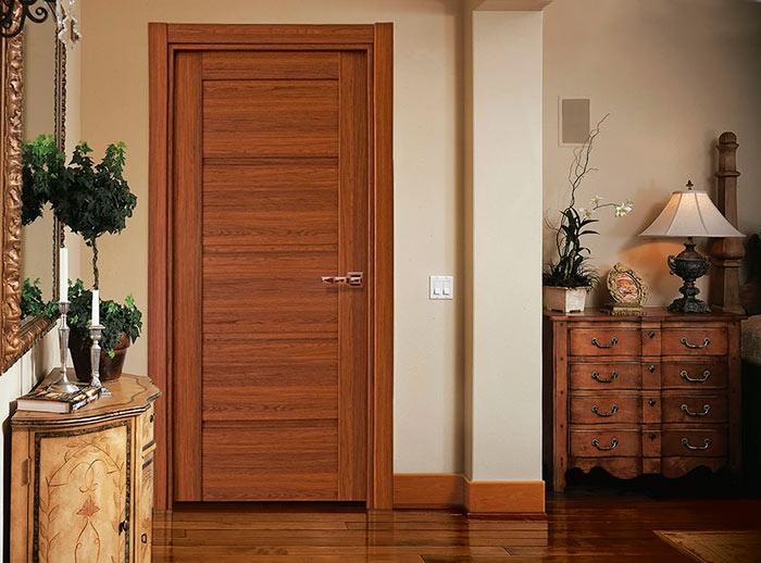Поверхность двери должна быть ровной и гладкой