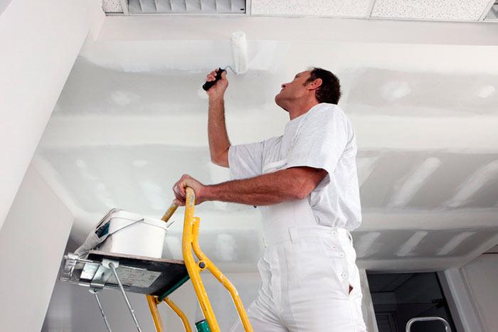 Покраска и побелка потолка - самые экономичные варианты ремонта