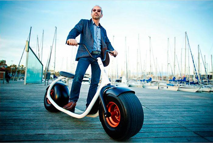 Взрослым для передвижения по городу лучше выбирать самокат с диаметром колес от 120-200 мм