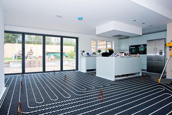 Водяной теплый пол под плитку не рекомендуется использовать в квартирах с общим отоплением