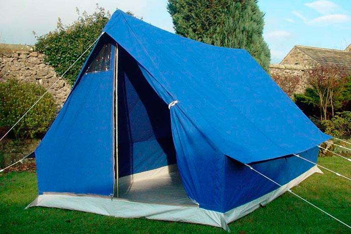 Двускатная туристическая палатка
