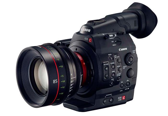 Видеокамеру для съемок домашнего видео можно приобрести по цене от 18 тыс.руб, профессиональную - от 80 тыс.руб.