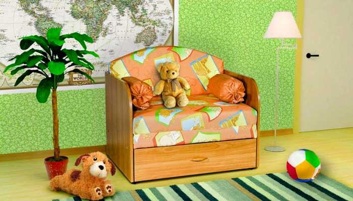 Для ребенка выбирайте кресло-кровать с бортиками или подлокотниками, которые защитят малыша от падения