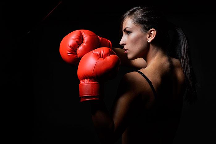 Для женщин подходит размер боксерских перчаток 8-10 oz
