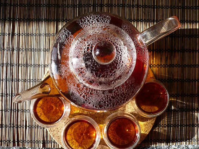 В умеренных количествах будут полезны и черный, и зеленый чай