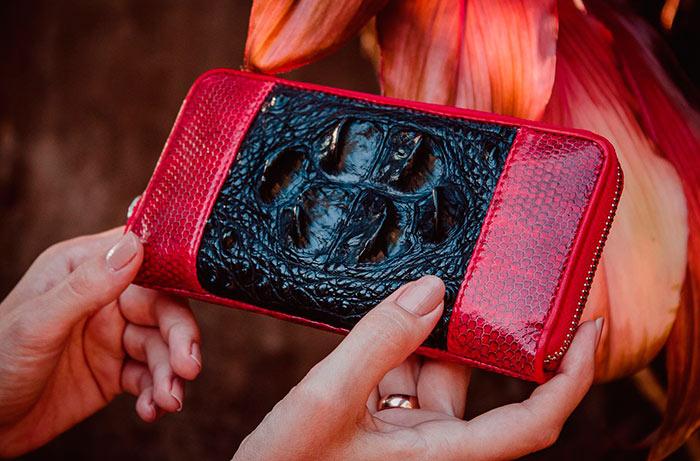Красный кошелек хотя и привлекает деньги, но расходуются он так же быстро, как и появляются