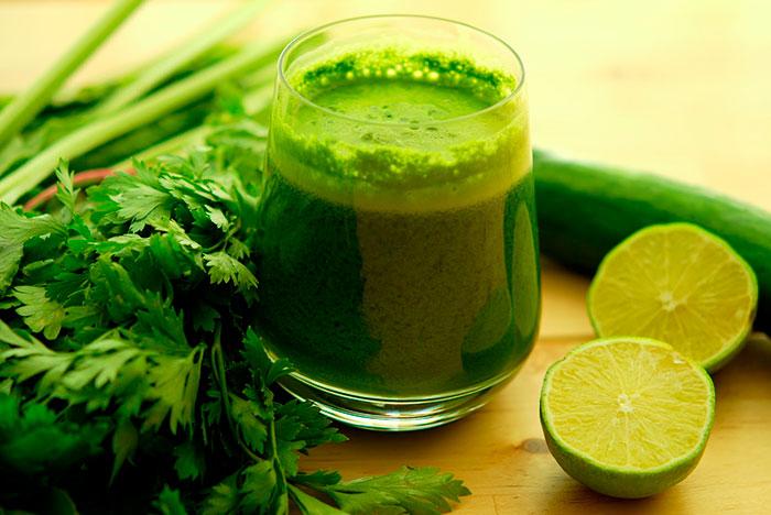 Очень полезны для похудения коктейли из сельдерея с зеленью