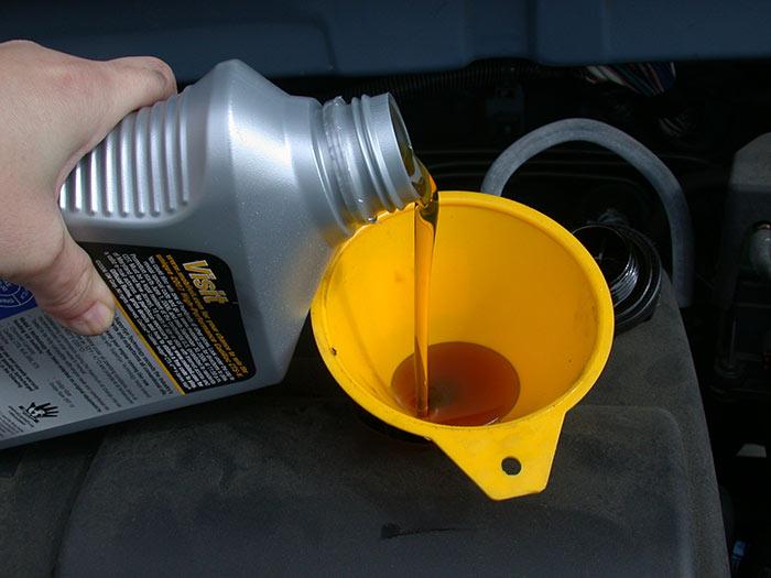 В автомобилях с небольшим пробегом чаще всего применяют минеральное моторное масло