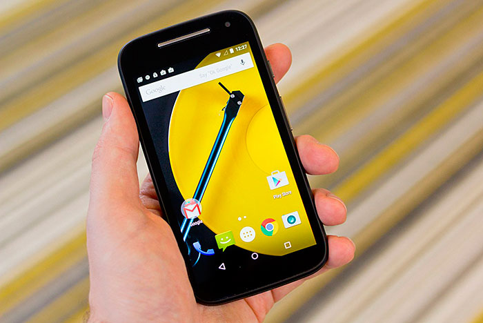 Motorola Moto E 2 - самый дорогой из рейтинга, но достойный смартфон