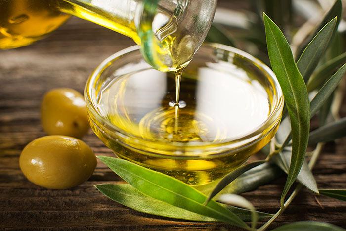 После вскрытия оливковое масло необходимо хранить в темном прохладном месте