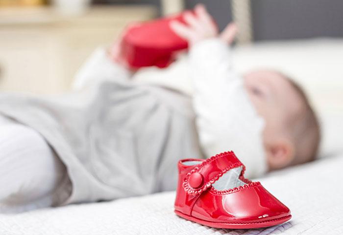 Первая обувь малыша должна быть без супинатора