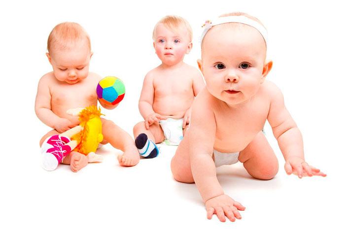 Менять подгузники малышам необходимо каждые 3 часа