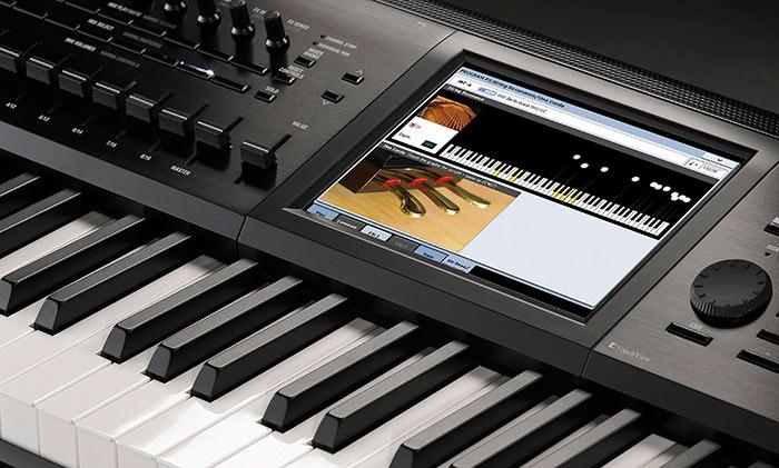 Некоторые синтезаторы для новичков имеют обучающие программы