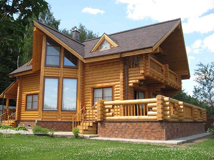 Дома из бруса требуют обязательной обработки от влаги