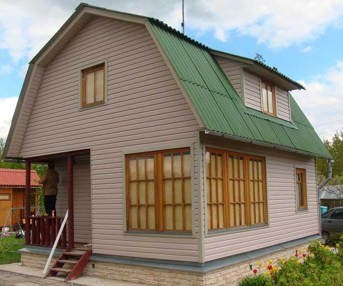 Дом, обшитый сайдингом, выглядит стильно и красиво