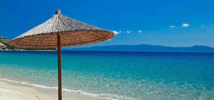 Полуостров Халкидики располагает к хорошему семейному отдыху - много зелени, песочные пляжи и чистое море