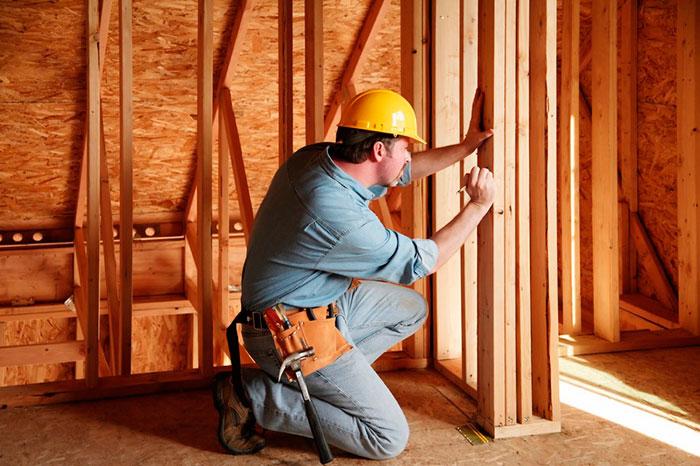 Обработка средствами огнебиозащиты необходима каждому деревянному строению