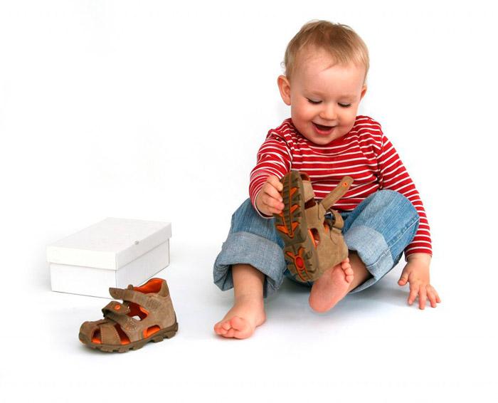 Для детей выбирайте размер обуви с запасом