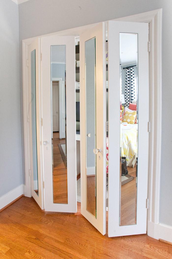Межкомнатные зеркальные двери-гармошка