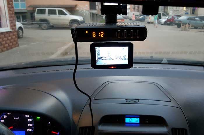 Видеорегистратор с антирадаром экономит бюджет и место на лобовом стекле