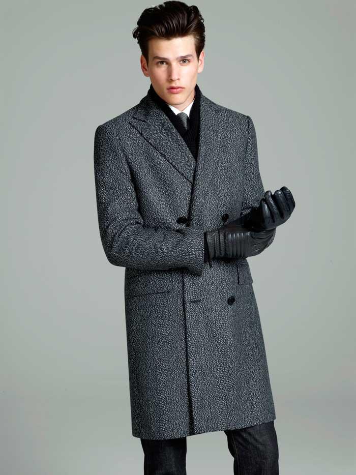 Мужчинам высокого и среднего роста подойдет длинное пальто