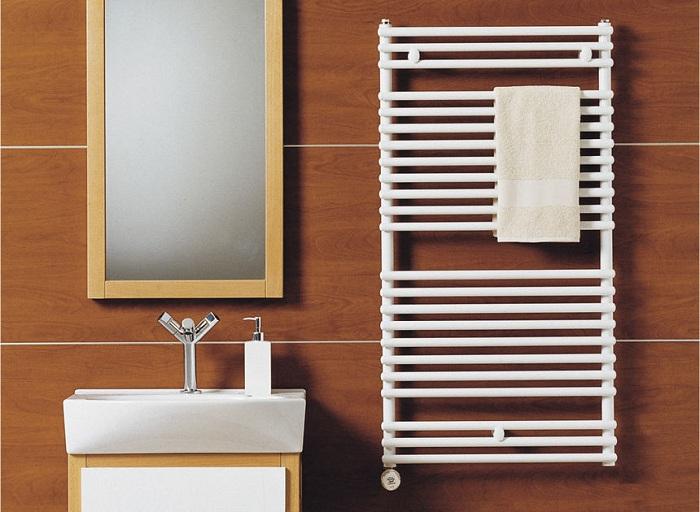 Электрический полотенцесушитель можно повесить в любом месте квартиры