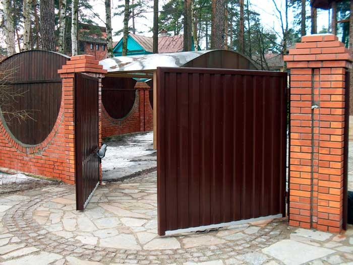 Выбираем лучшие распашные ворота