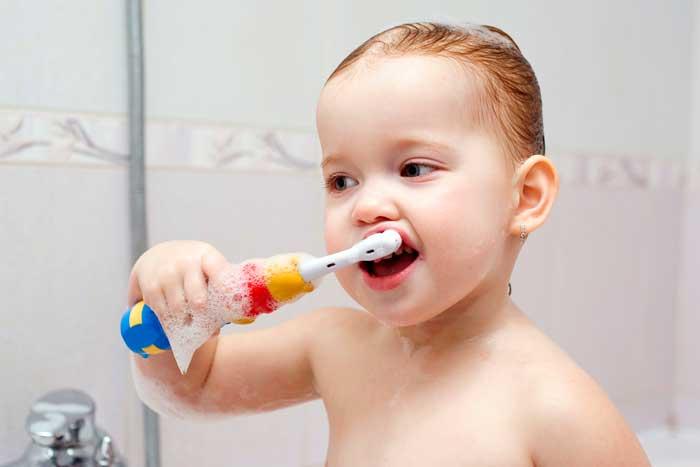Выбирайте электрические зубные щетки, предназначенные специально для детей