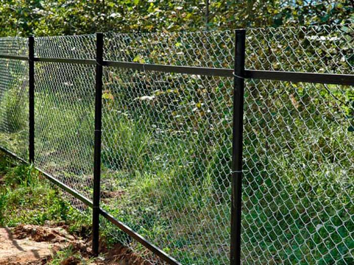 Забор из сетки Рабицы легко установить