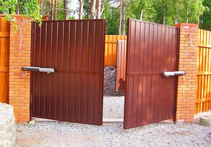 Распашные ворота легко и быстро устанавливаются