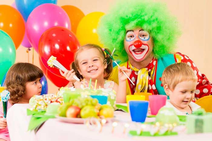 Герои из мультфильмов и клоуны добавят изюминку детскому празднику