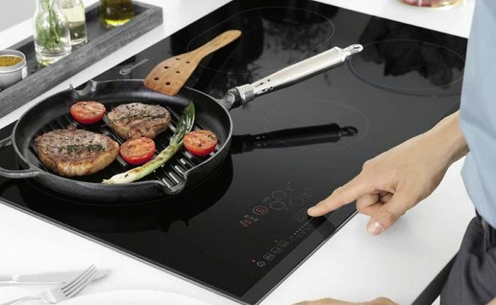 Индукционная плита легко очищается от загрязнений