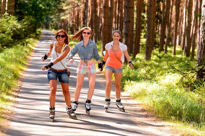 Катание на роликовых коньках для любителей активного отдыха