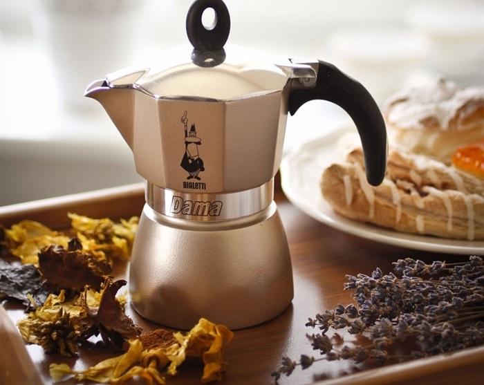 В кофеварке легко приготовить ароматный и вкусный кофе