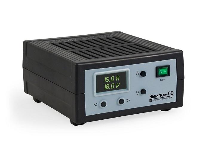 Зарядное устройство отличается компактными размерами и небольшим весом