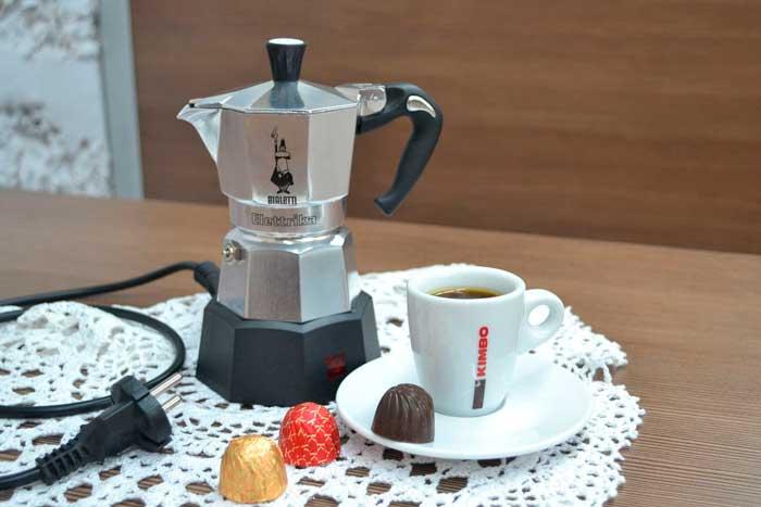 Кофеварка гейзерного типа приготовит кофе за 5 минут