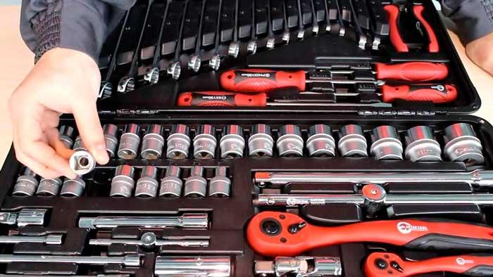 В наборе есть все, что нужно для ремонта автомобиля